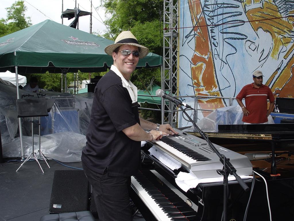 thumb_Tony Perez - Puerto Rico - Heineken Jazz Festival 016_1024.jpg