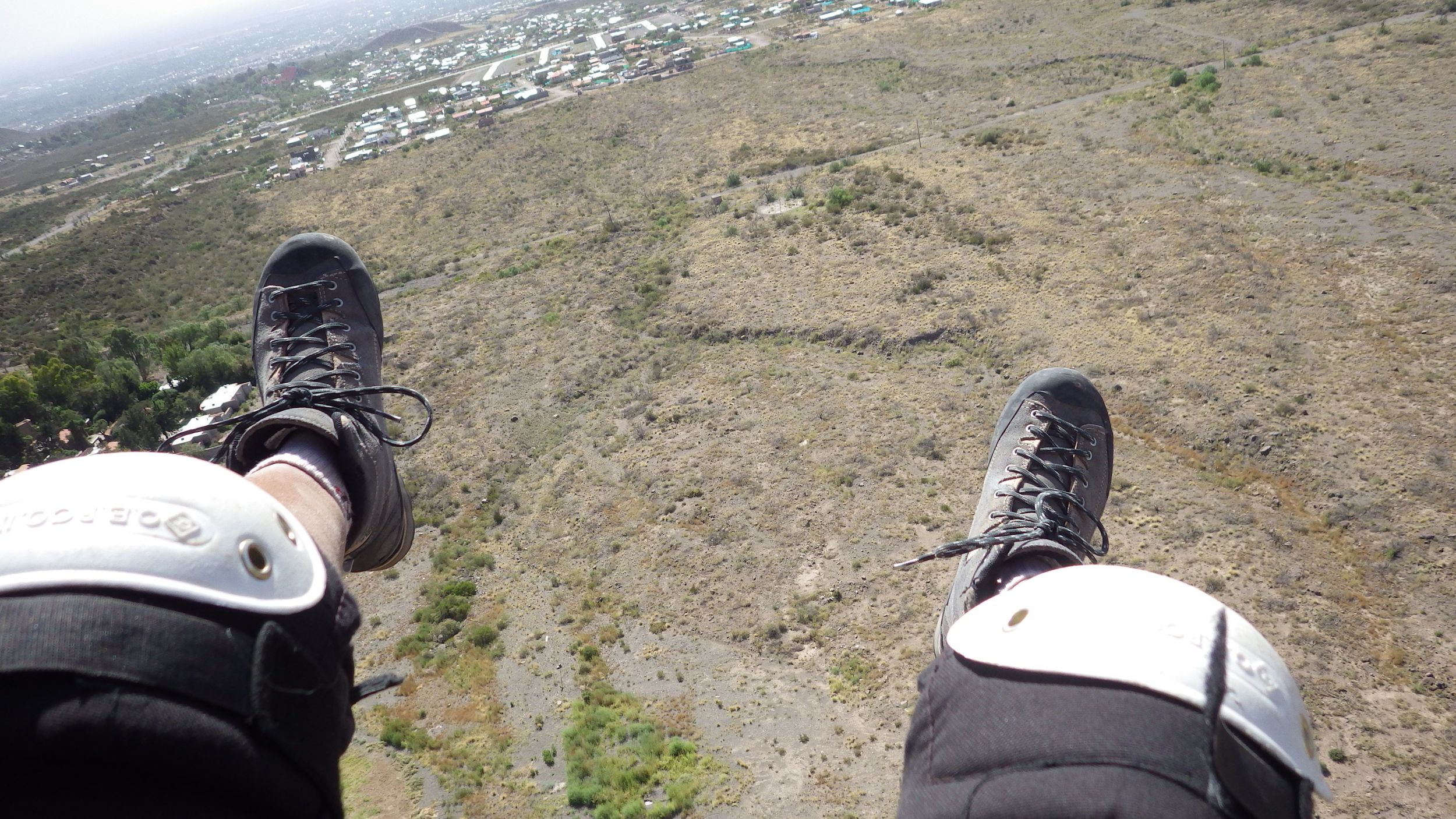 I started the flights home by practicing with a paraglider, Mendoza in front of my feet
