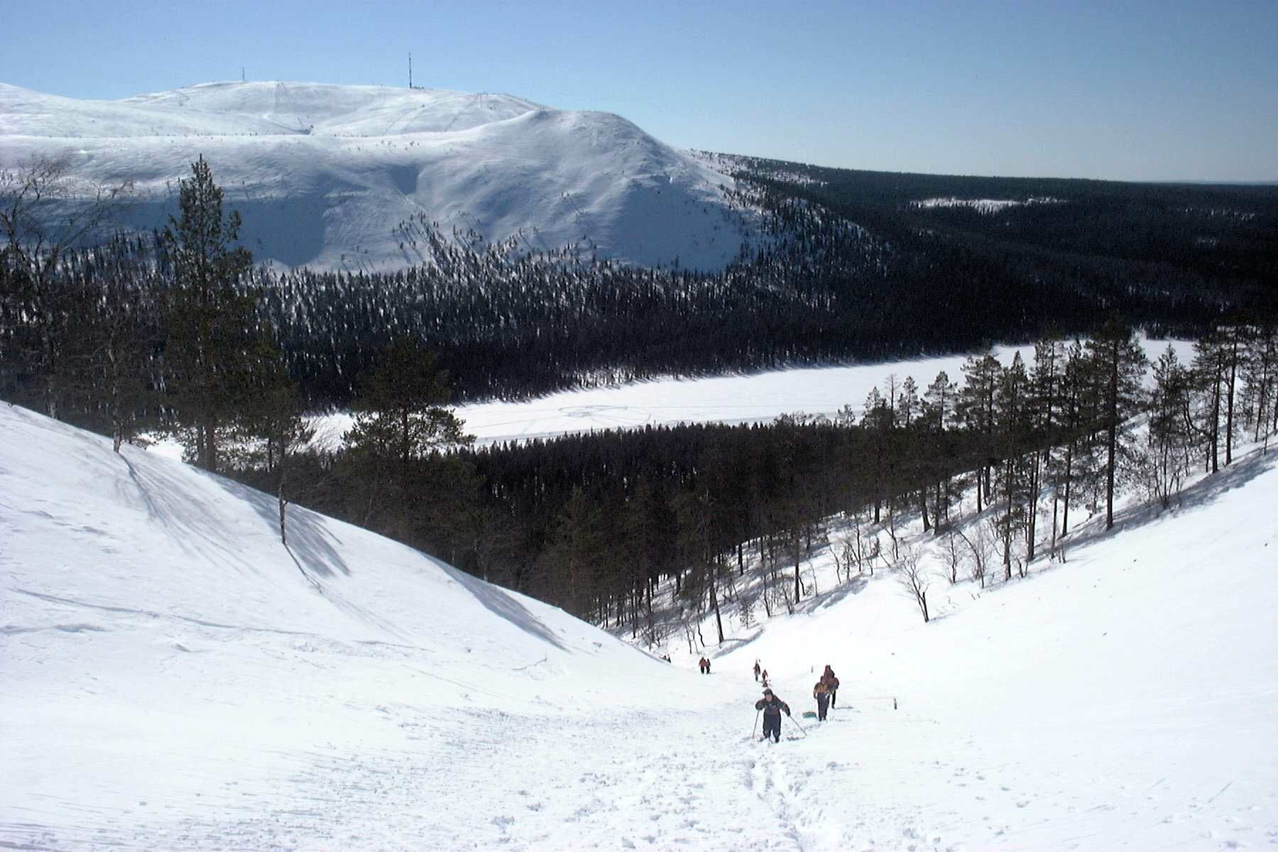 The view toward lake Kesänki and the Kellostapuli & Ylläs fells. Our family climbing upward in the spring of 2001.