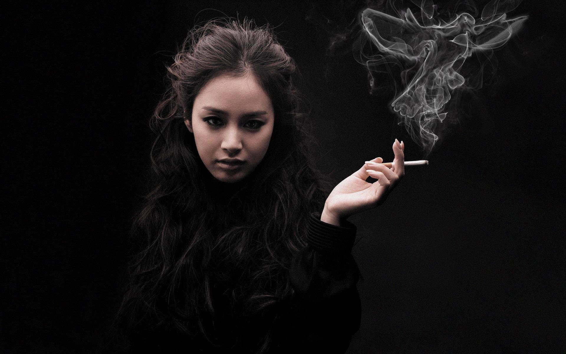 smoking_girl_by_raresssica007-d47z4n2.jpg