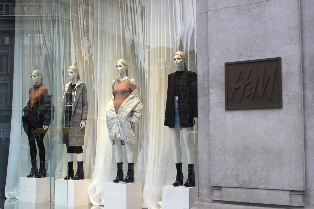 paper design window for H&M