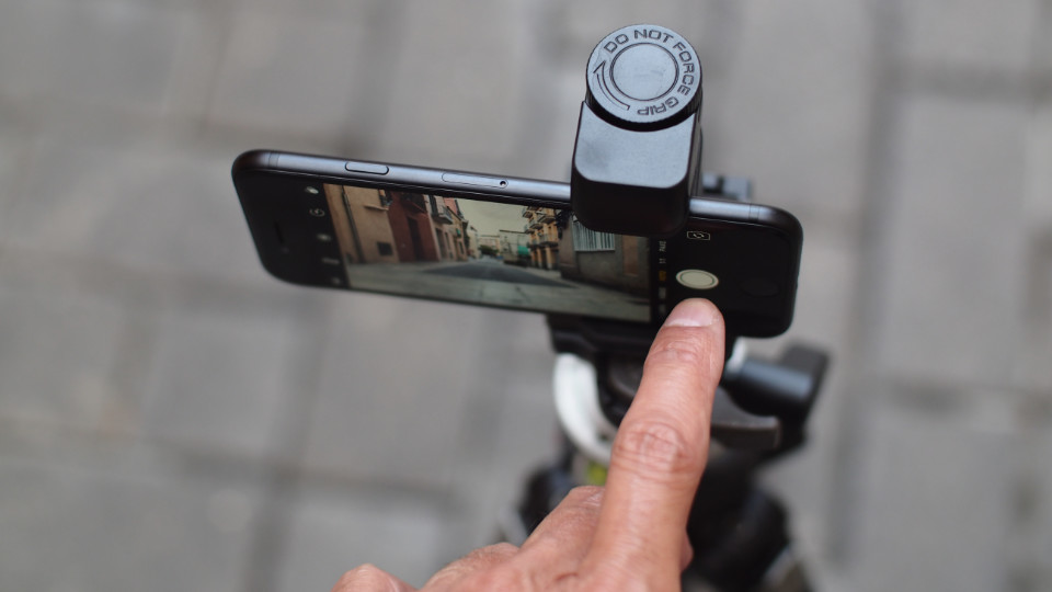 Tripod mount adapter for iPhone - 03
