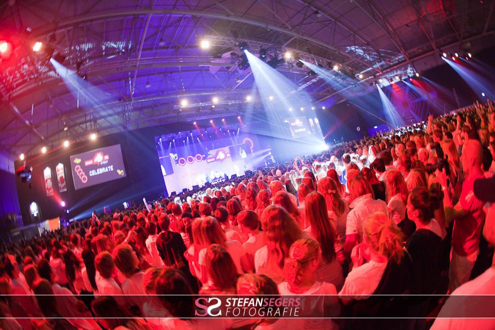 dance4life podium en het publiek