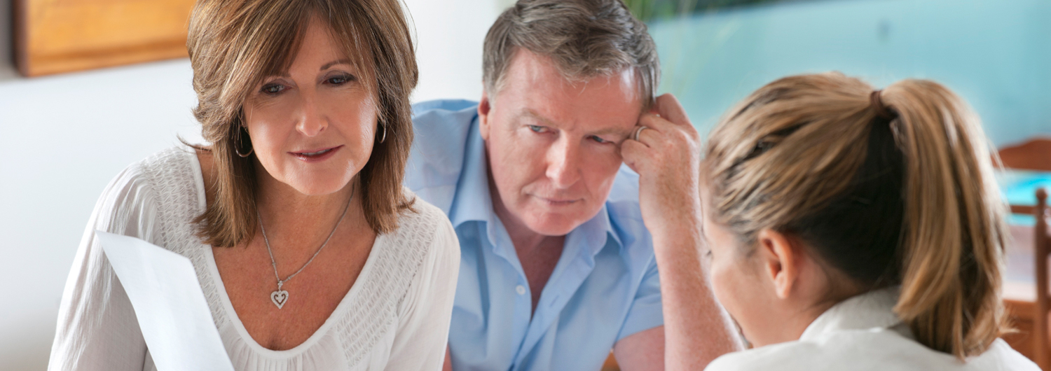 stock-photo-19962911-worried-mature-couple-in-meeting-with-advisor_1040x315.jpg