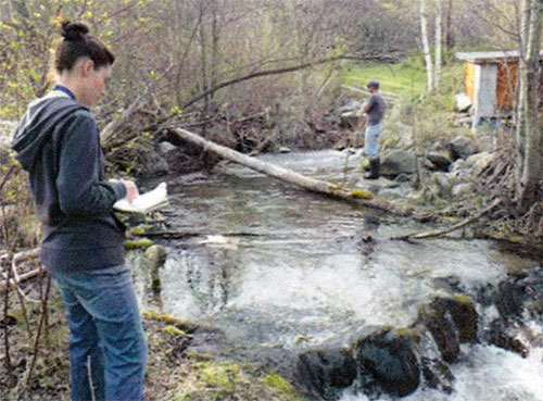 Cara Adrian (TWA) and Michael Zimmer (ONA) conducting Rainbow trout spawning surveys 2013. (Click image to see larger version)