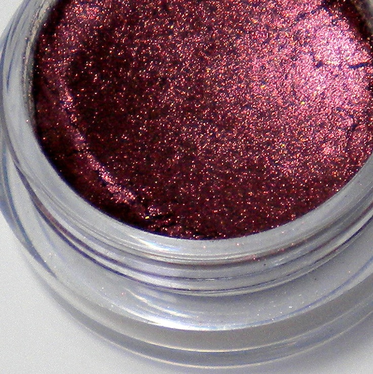 LaConchitaNaturals Mineral Eyeshadow Pigment in Pomegranate
