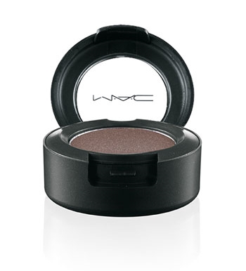 MAC eyeshadow in Folie