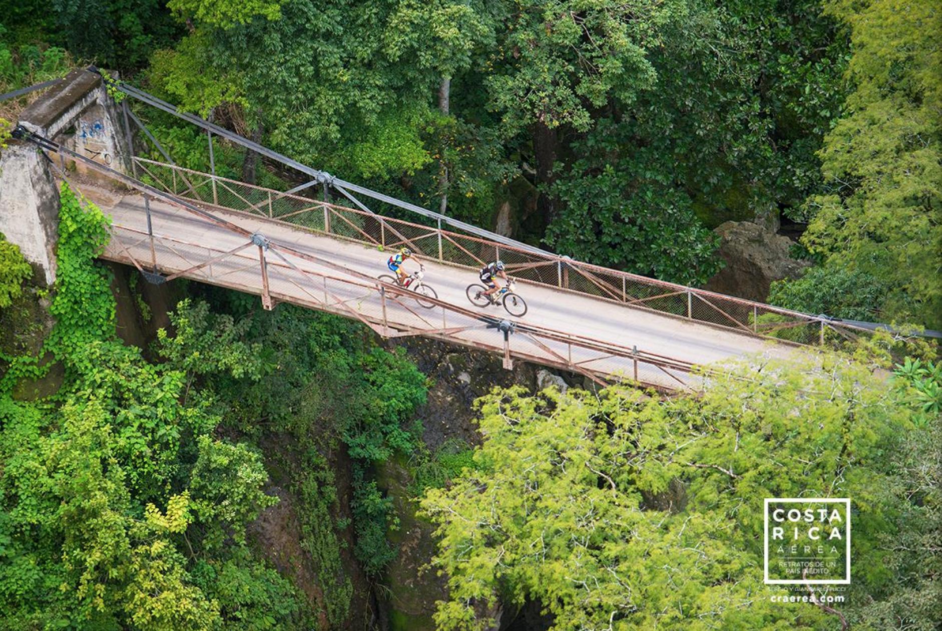 Puente sobre el rio Tárcoles