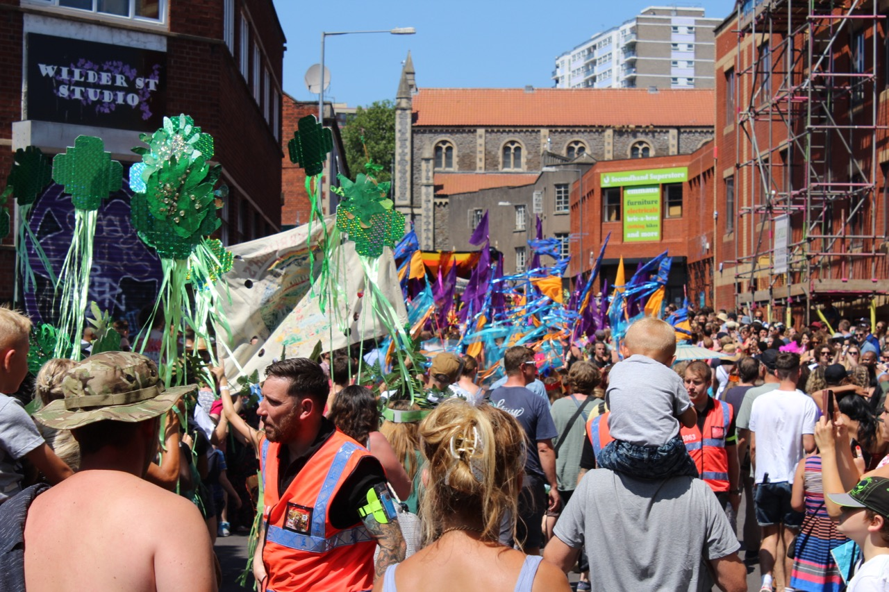 Crowds and procession in Upper York Street
