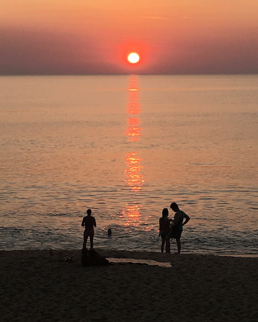 Sunset © Naida Ginnane 2018, iPhone 6, Camera  This one is a bit different... the greatest are of contrast is the people in the foreground. Our eye begins its journey there and travels up the next contrast line- the colour- up to the setting sun. The perfect journey!