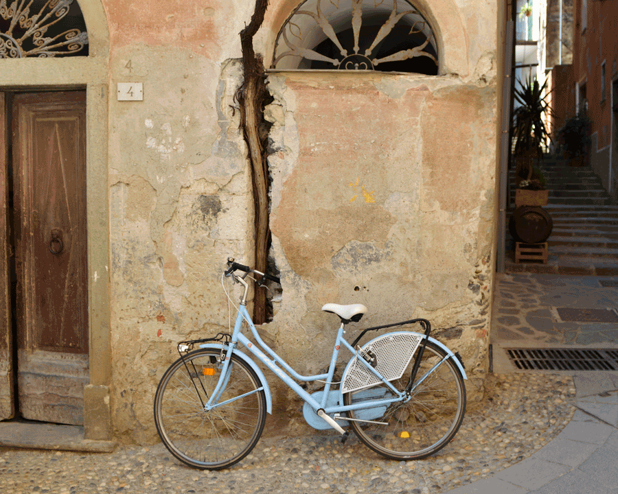 'Blue Bike' © Naida Ginnane 2015 Nikon D800, 24-70mm lens f/4.0, 1/160, ISO64 +.33