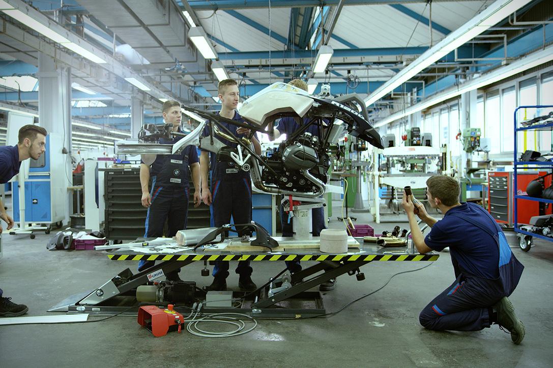 BMW-Motorrad-LEGO-Technic-Hover-Ride-Design-Concept-05.jpg