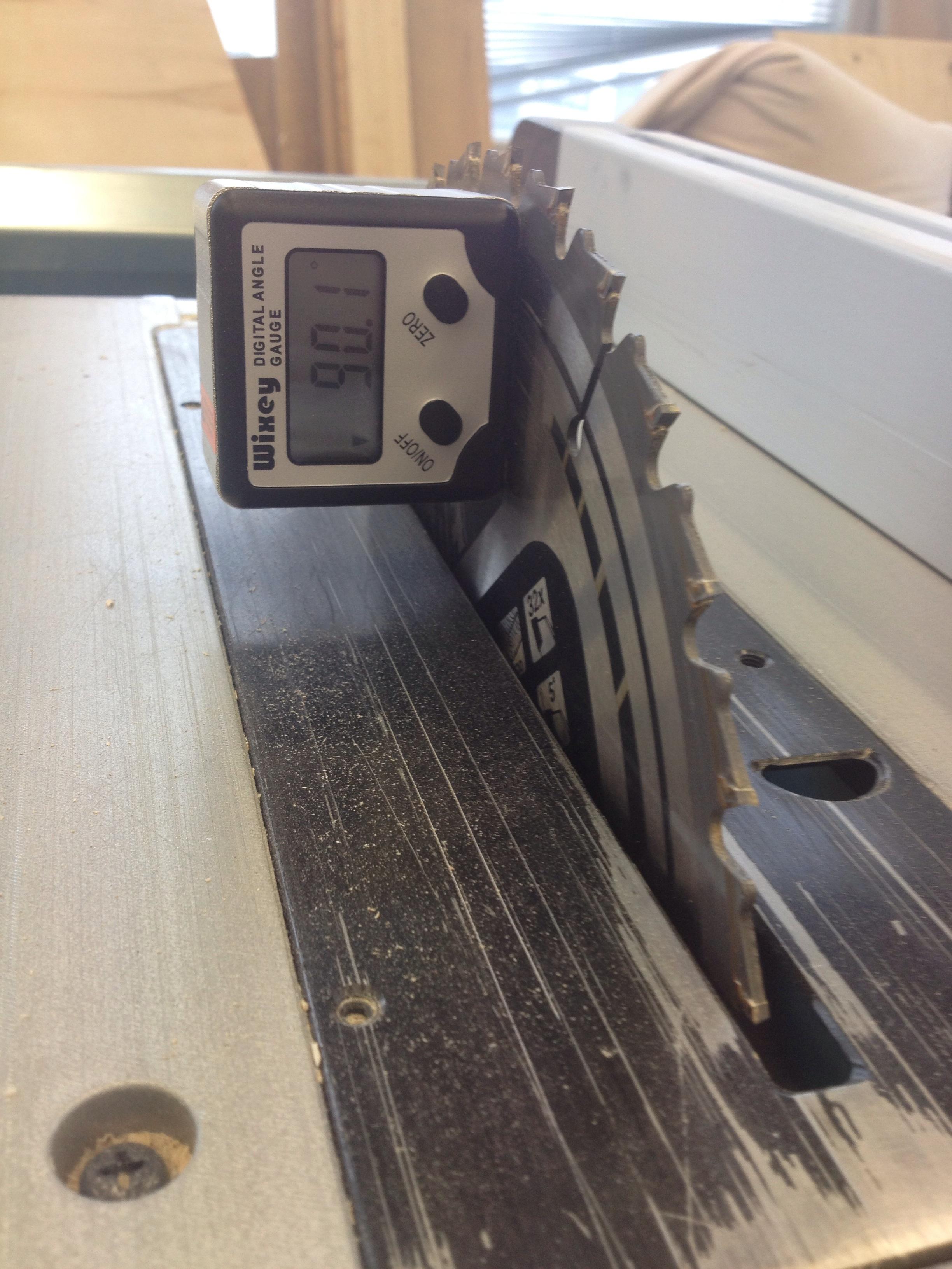 Magnetic angle tool