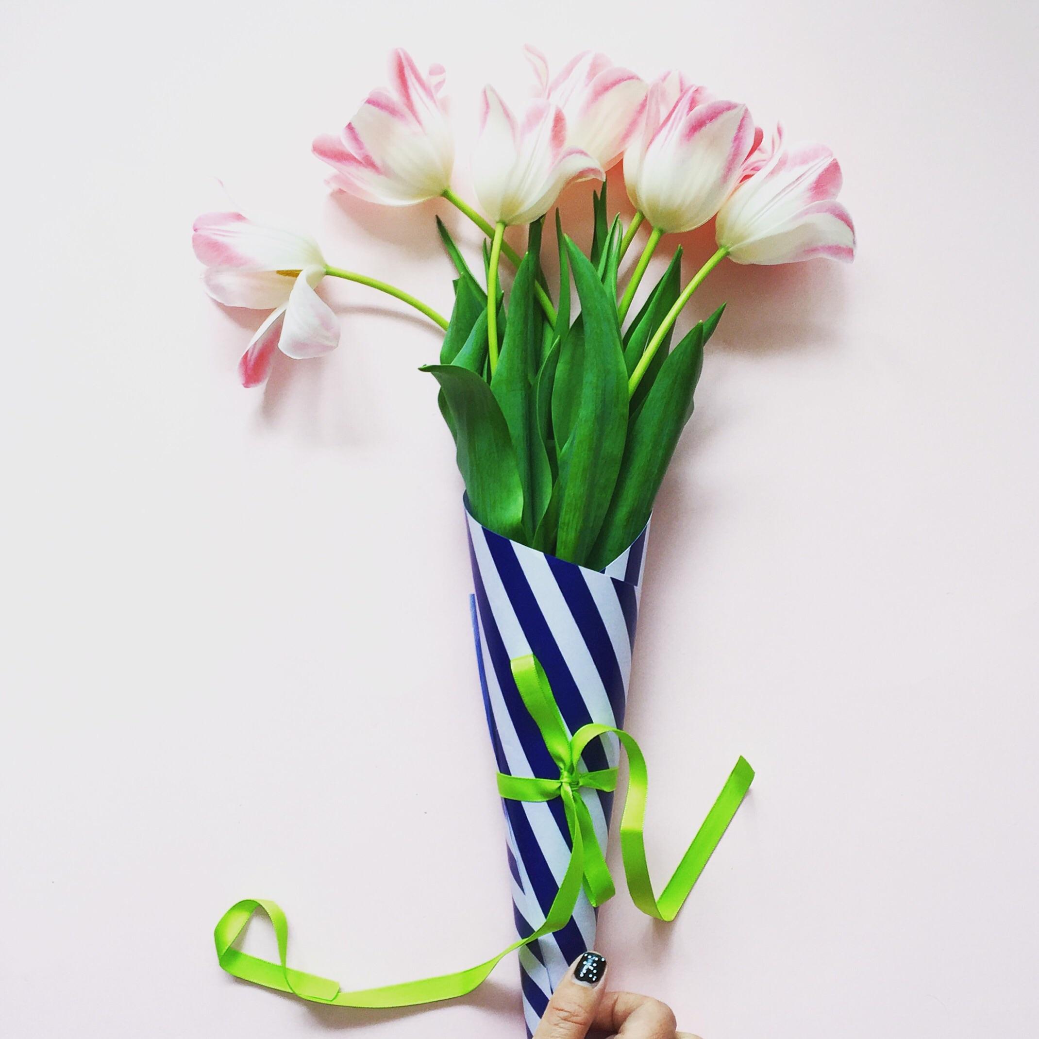 hand tie tulip bouquet.jpg