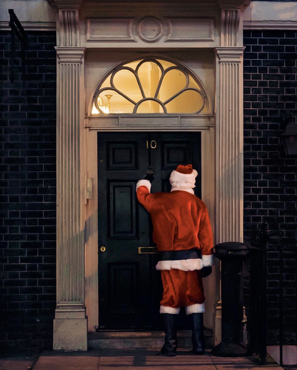 santa claus christmas at no.10 downing street