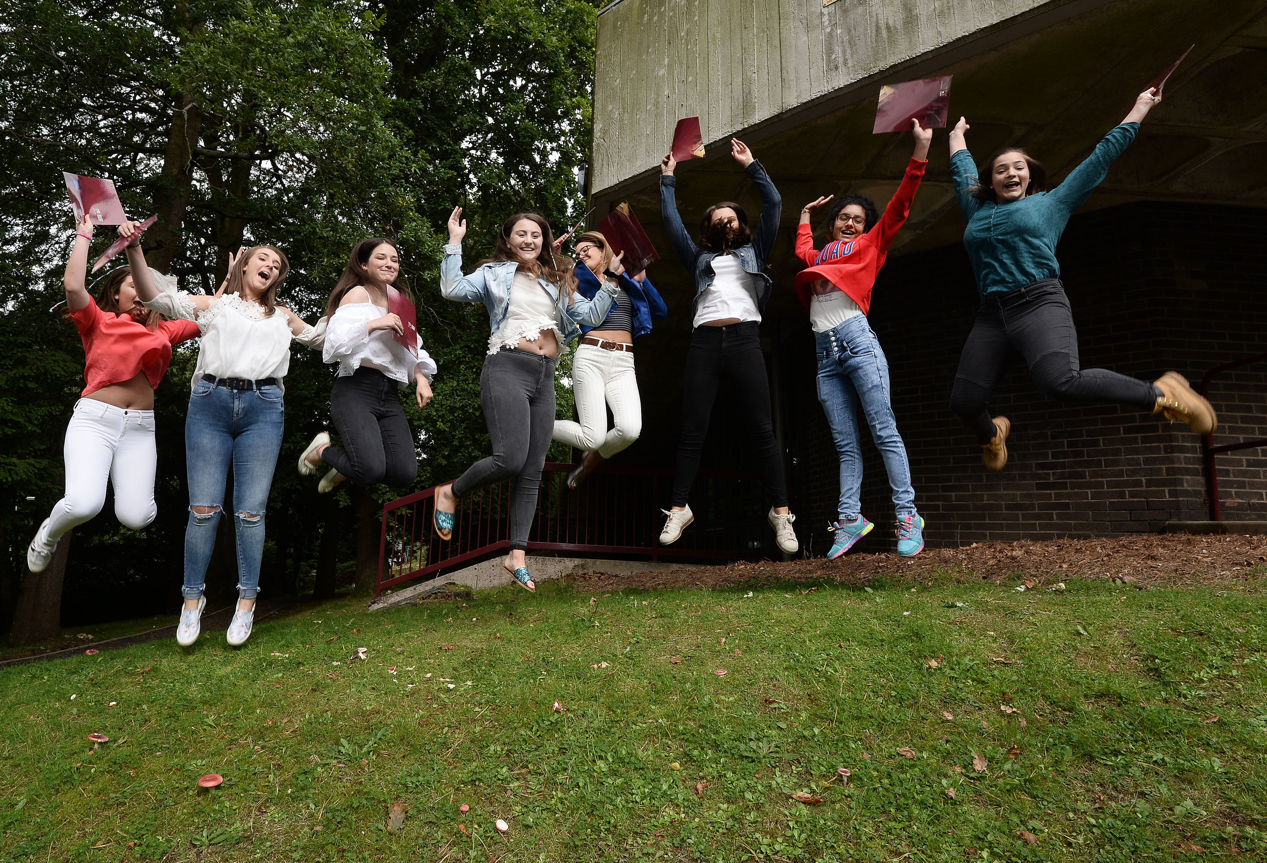 Pacemaker  GCSE Results at Victoria College09.JPG