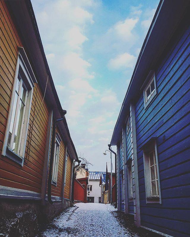 Porvoo. #hermanniturkki #folkmelske #porvoo #finland #oldtown #sky #clouds #town #house #street #city #suomi