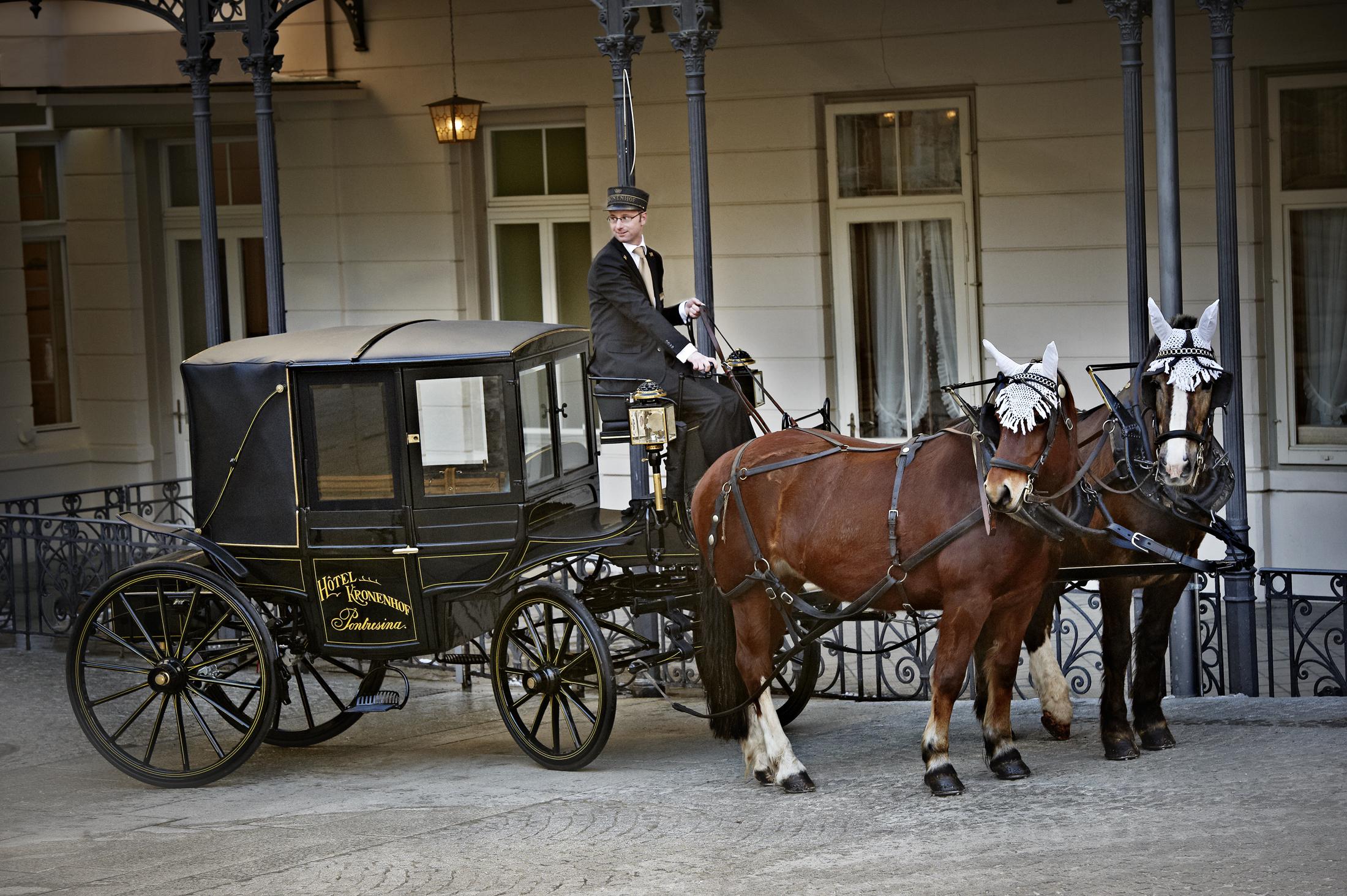 Kronenhof_Horse carriage.jpg