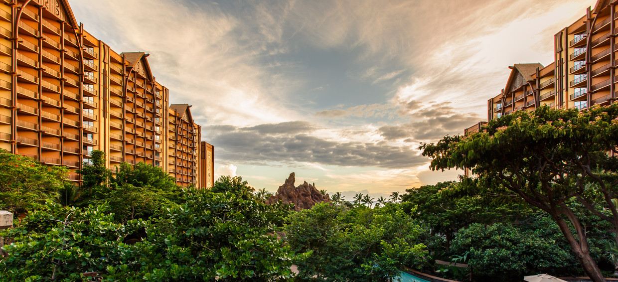 aulani-about-awards-and-accolades-waikolhe-valley-overlook-sc.jpg