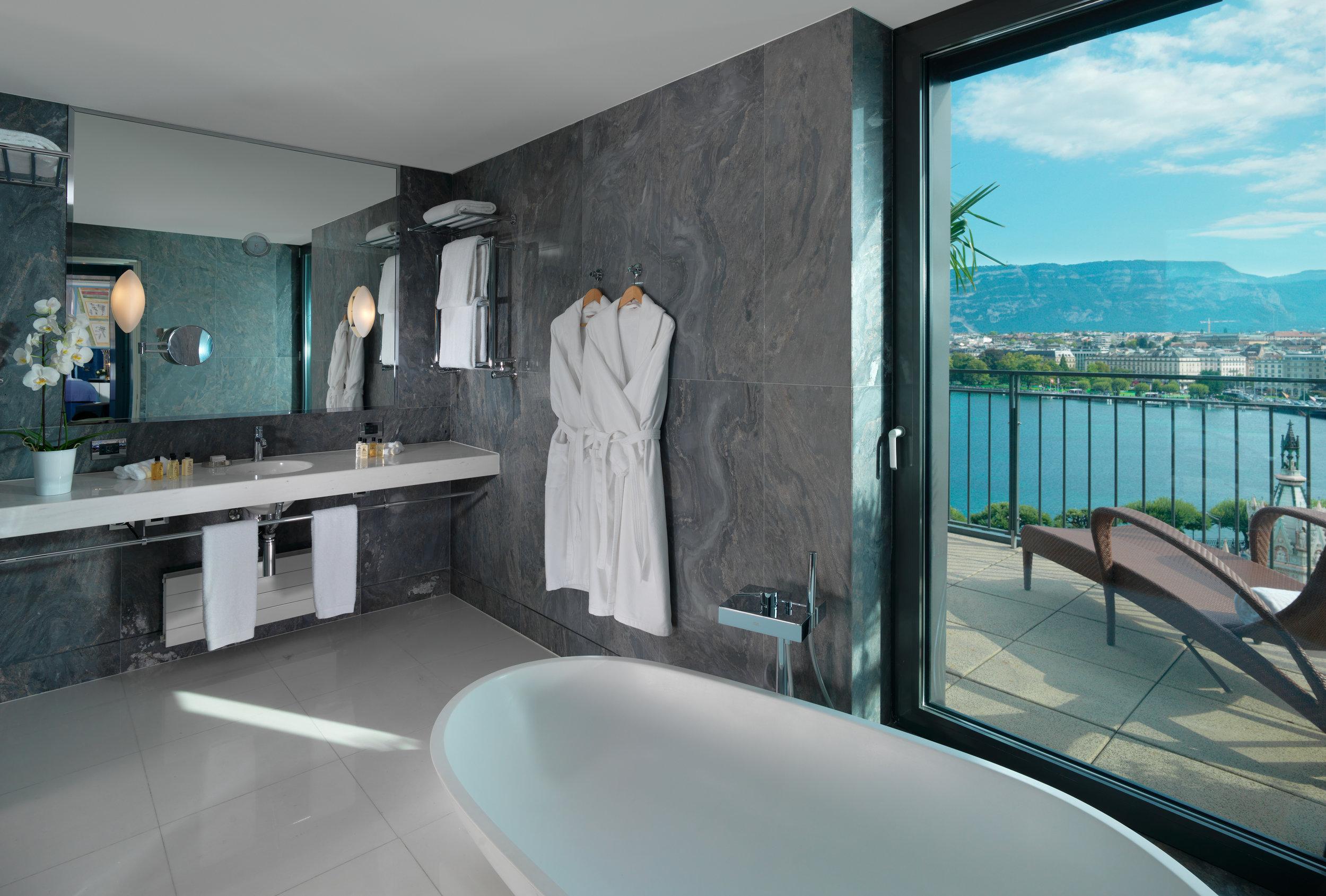 Le Richemond LRG_ Armleder Suite bathroom.jpg