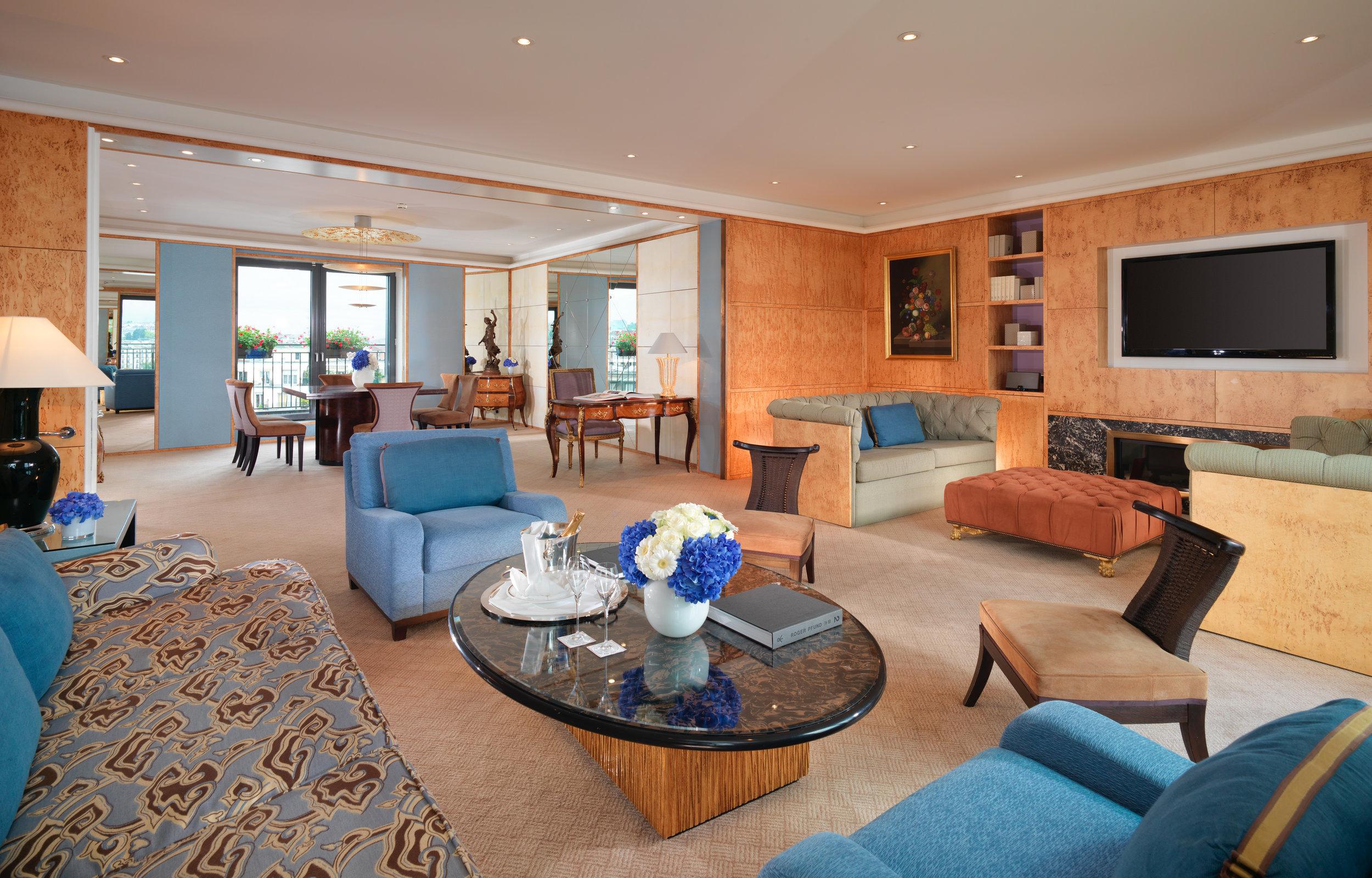 Le Richemond LRG_Armleder Suite Living Room.jpg