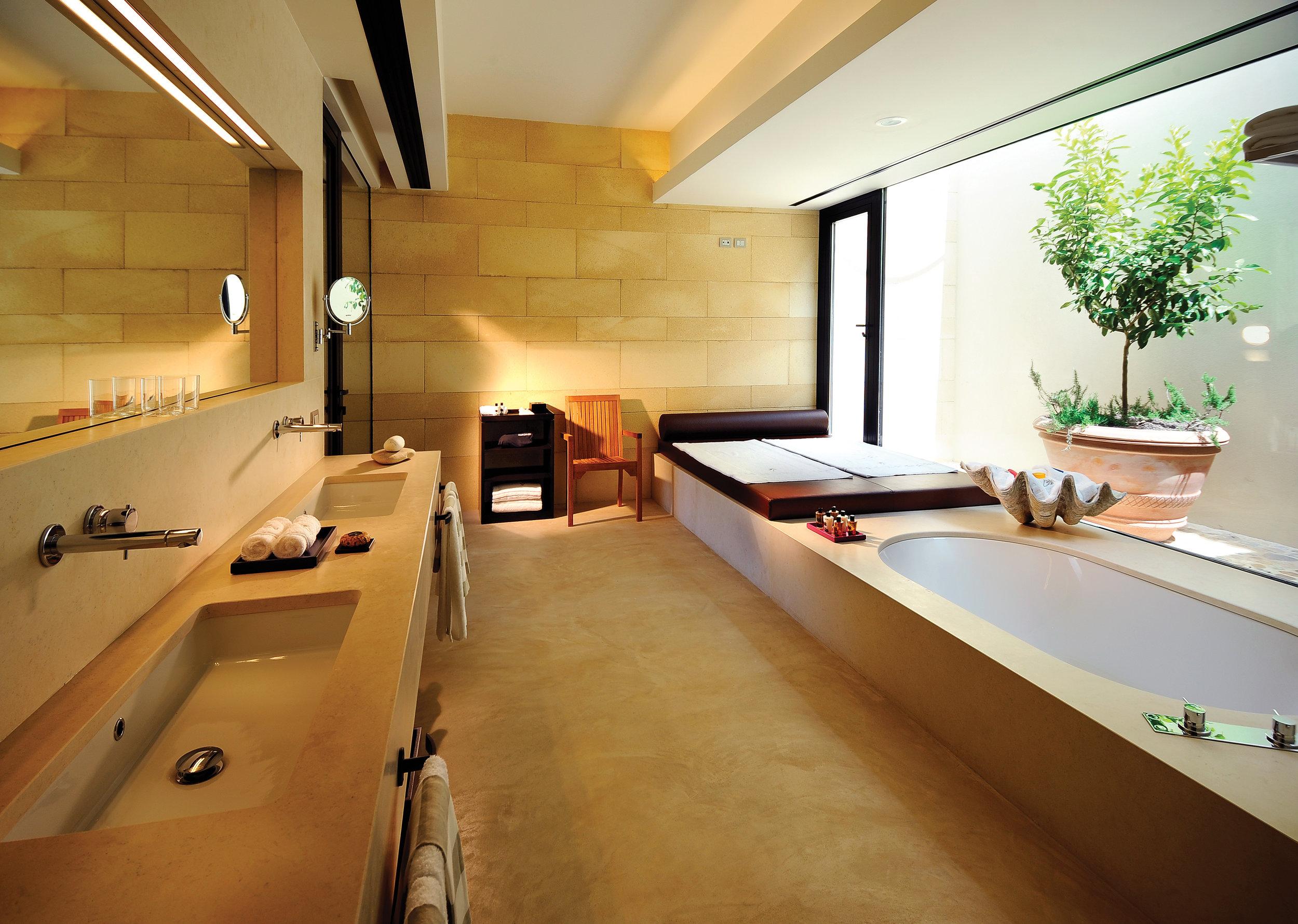 Verdura Resort Villa Acacia - Main bathroom.jpg
