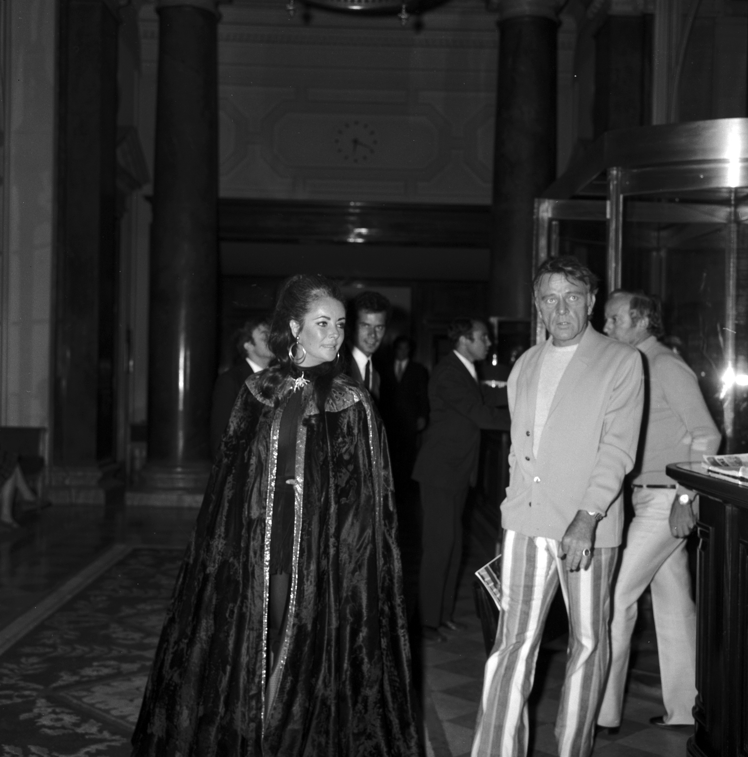 - Richard Burton and Liz Taylor have been regular guests since 1963, while filming Cleopatra. During one of their stays, they met at the Bar with the Three Peters O'Toole, Sellars and Ustinov and entertained the hotel guests by performing impromptu acts and singing songs.