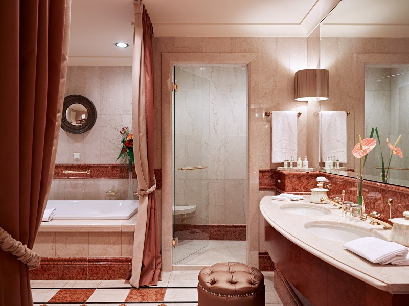 Grand Hotel Wien - Bathroom- resize.jpg