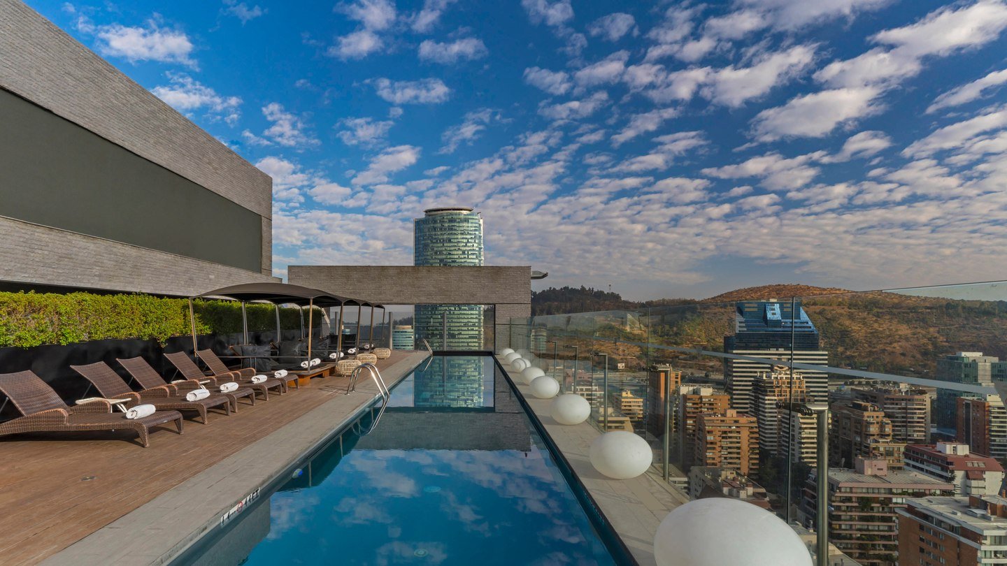 sclwh-rooftop-pool-1098-hor-wide.jpg