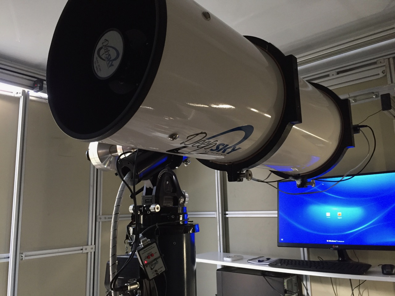 Scope parked, camera installed, sitting pretty ready to catch photons.
