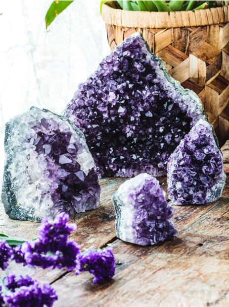 Amethyst Cluster with Cut Base.png