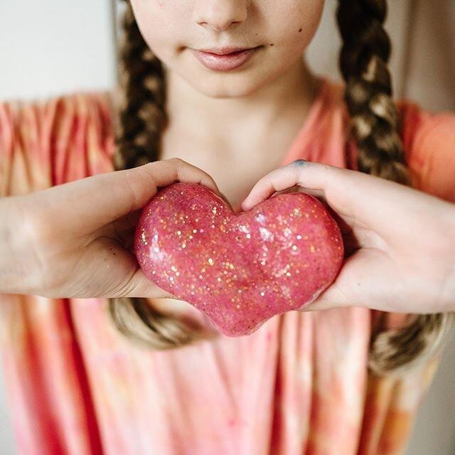 散发着爱。麦茜把她的黏液做成了一颗心。# todaywefoundmagic
