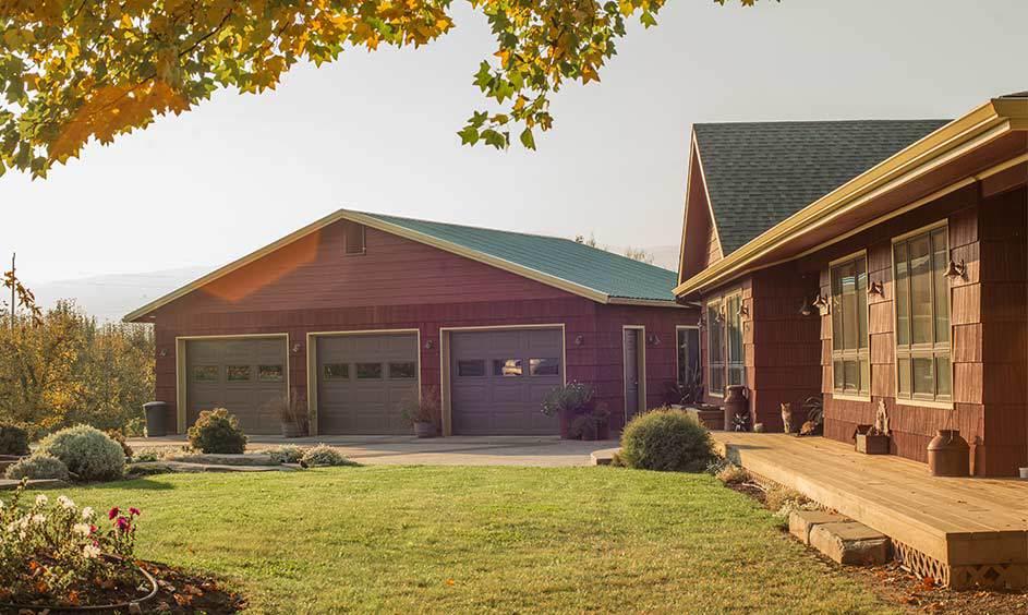 Country Redwood (Body), Summerdale Gold HC-17(Trim),Night Horizon 2134-10 (Garage Doors)-Photo by Jen Jones