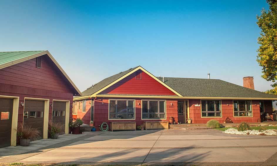 Country Redwood (Body), Summerdale GoldHC-17(Trim),Night Horizon2134-10 (Garage Doors)-Photo by Jen Jones