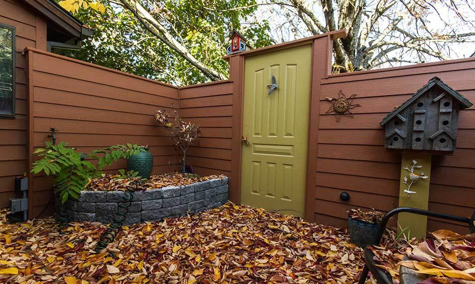Copper Kettle1218(Walls), Millington Gold HC-13 (Door) -Photo by Arthur Larsen