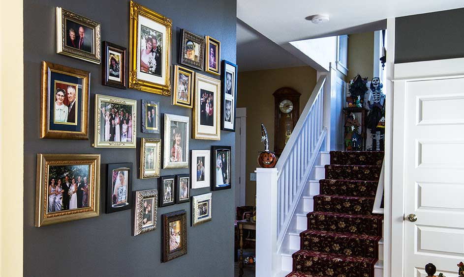 Benjamin Moore Kendal Charcoal HC-166 (main color) Decatur Buff HC-38 (background color) - Photo by Arthur Larsen