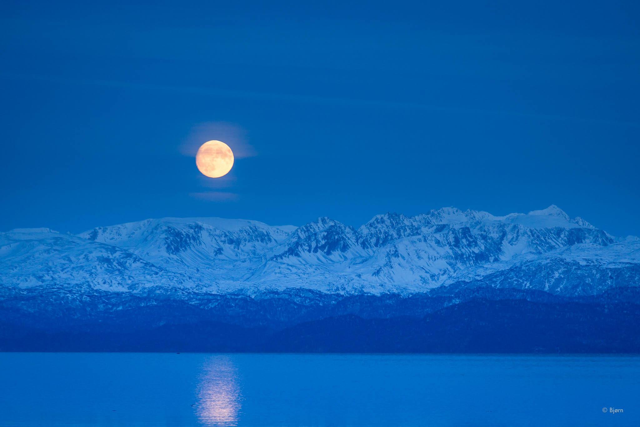 December moonrise - Homer.