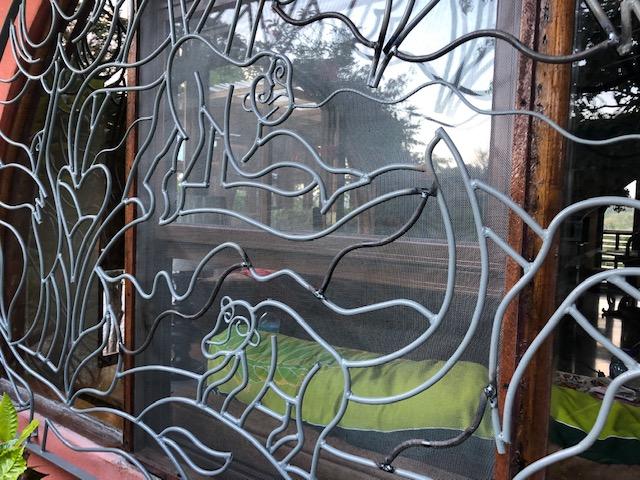 ironART colibri 3 monkey and pisote.jpg