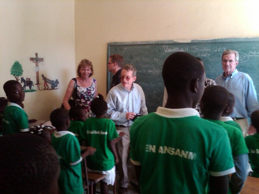 Fran & Mike DeWine, Bill Darling, and Tom Hiltz visit a barefoot school classroom.