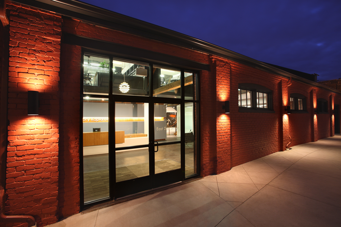 Distinguishing PZ Workspace from other flex office centers is its award-winning, industrial modern-inspired design.