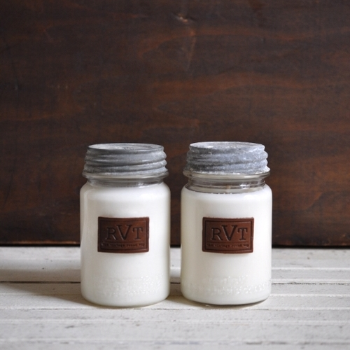 HOLIDAY HOST GIFT GUIDE, THE VINTAGE ROUND TOP