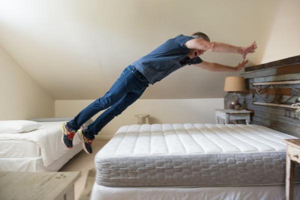 THE VINTAGE ROUND TOP - GELFOAM BED