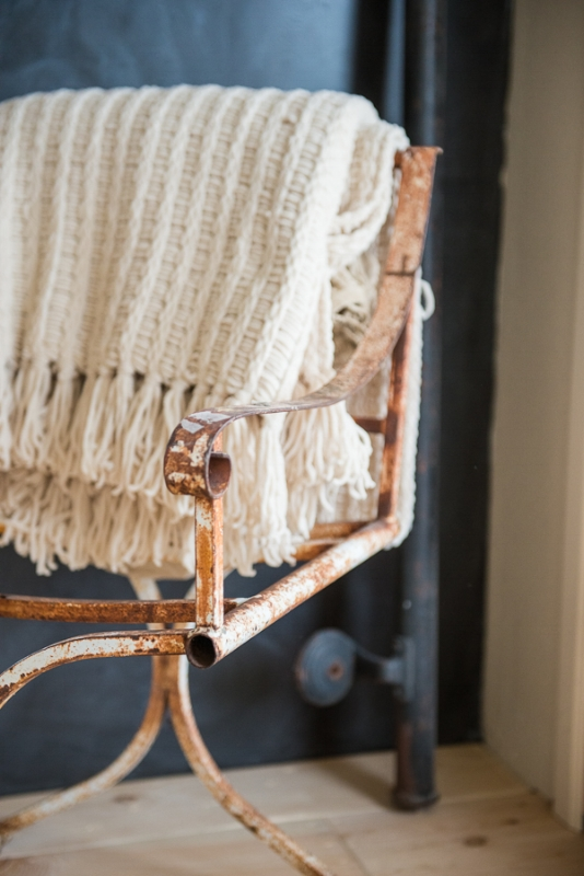 BOHO DETAILS, THE VINTAGE ROUND TOP