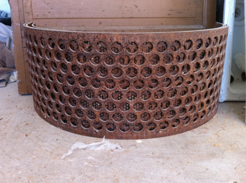 COW FEED SIFTER, THE VINTAGE ROUND TOP