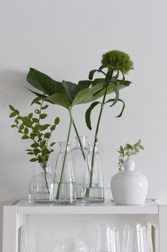 SPRING GREEN & WHITE, THE VINTAGE ROUND TOP