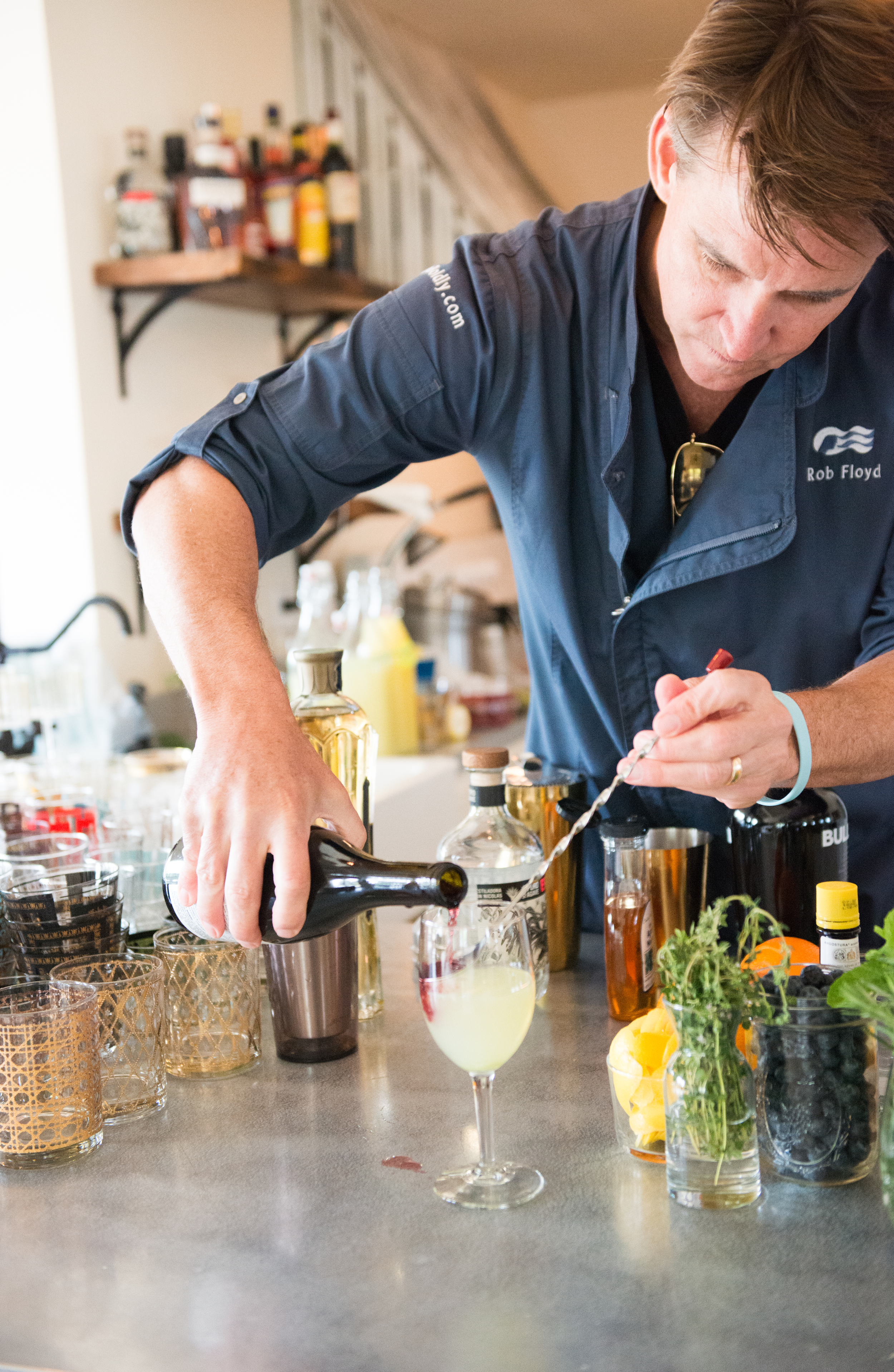 web_rob_mixing_pinot_float.png