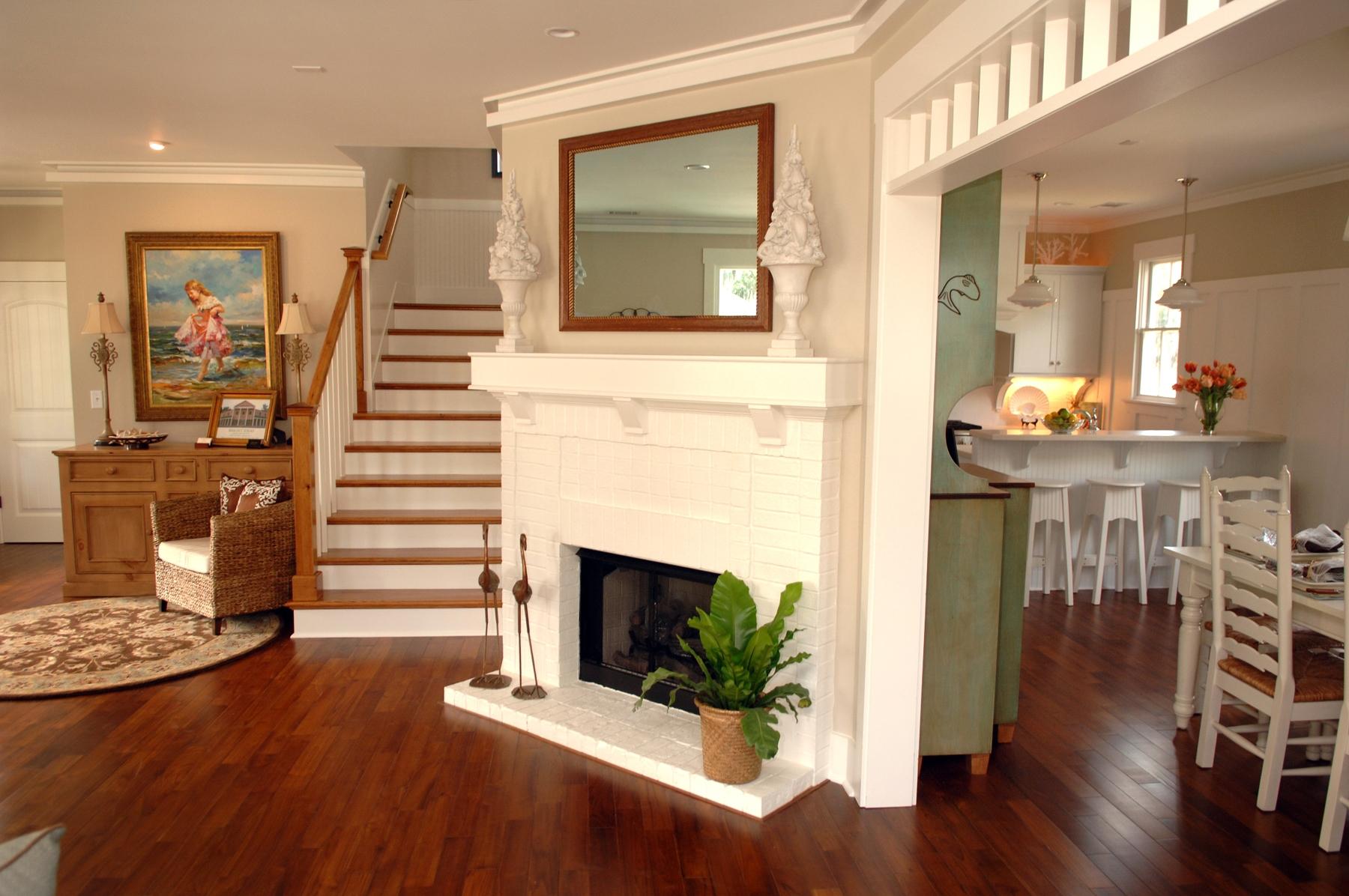 4 Gabled interior 2007.jpg