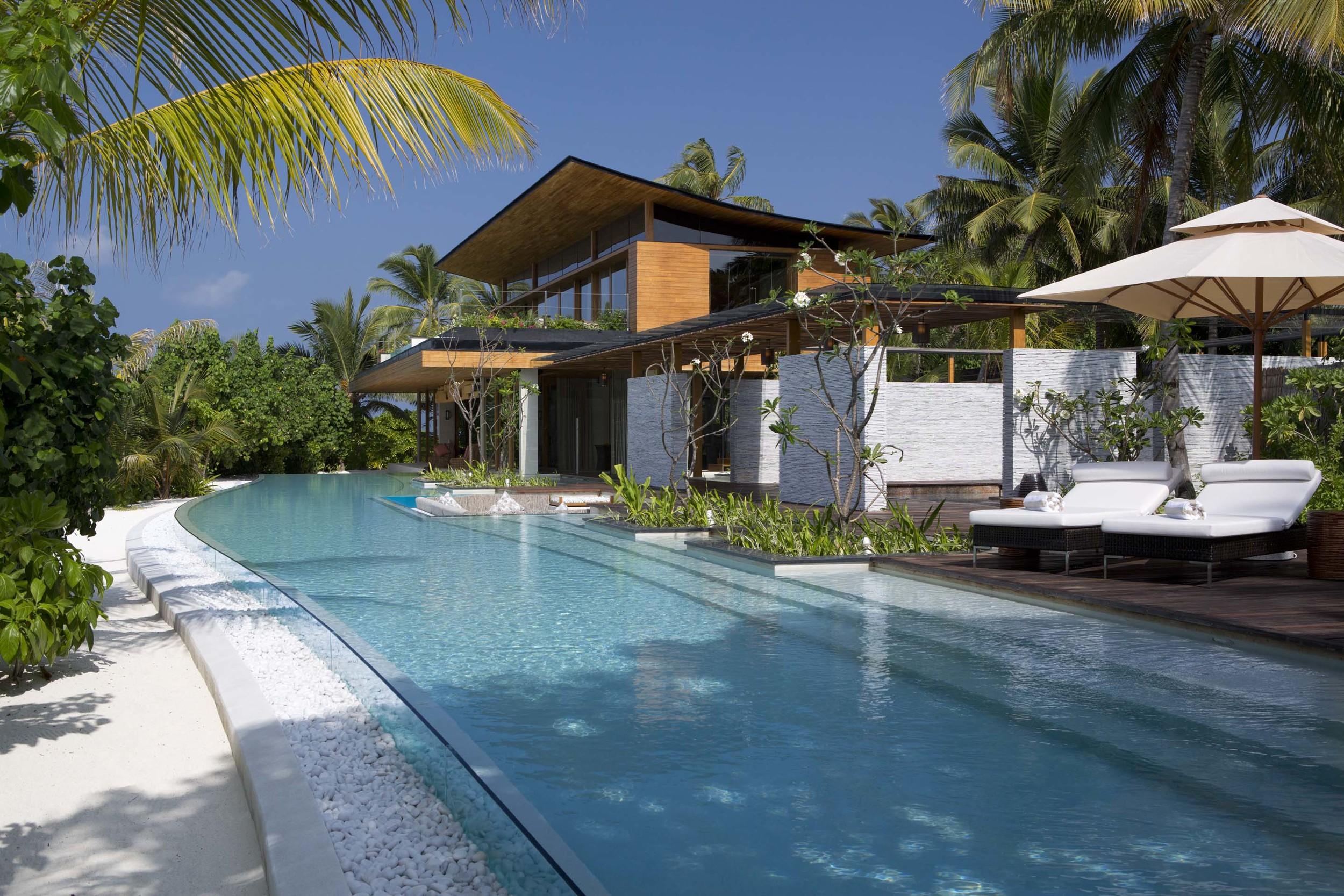 Coco Prive Kudahithi Main Residence