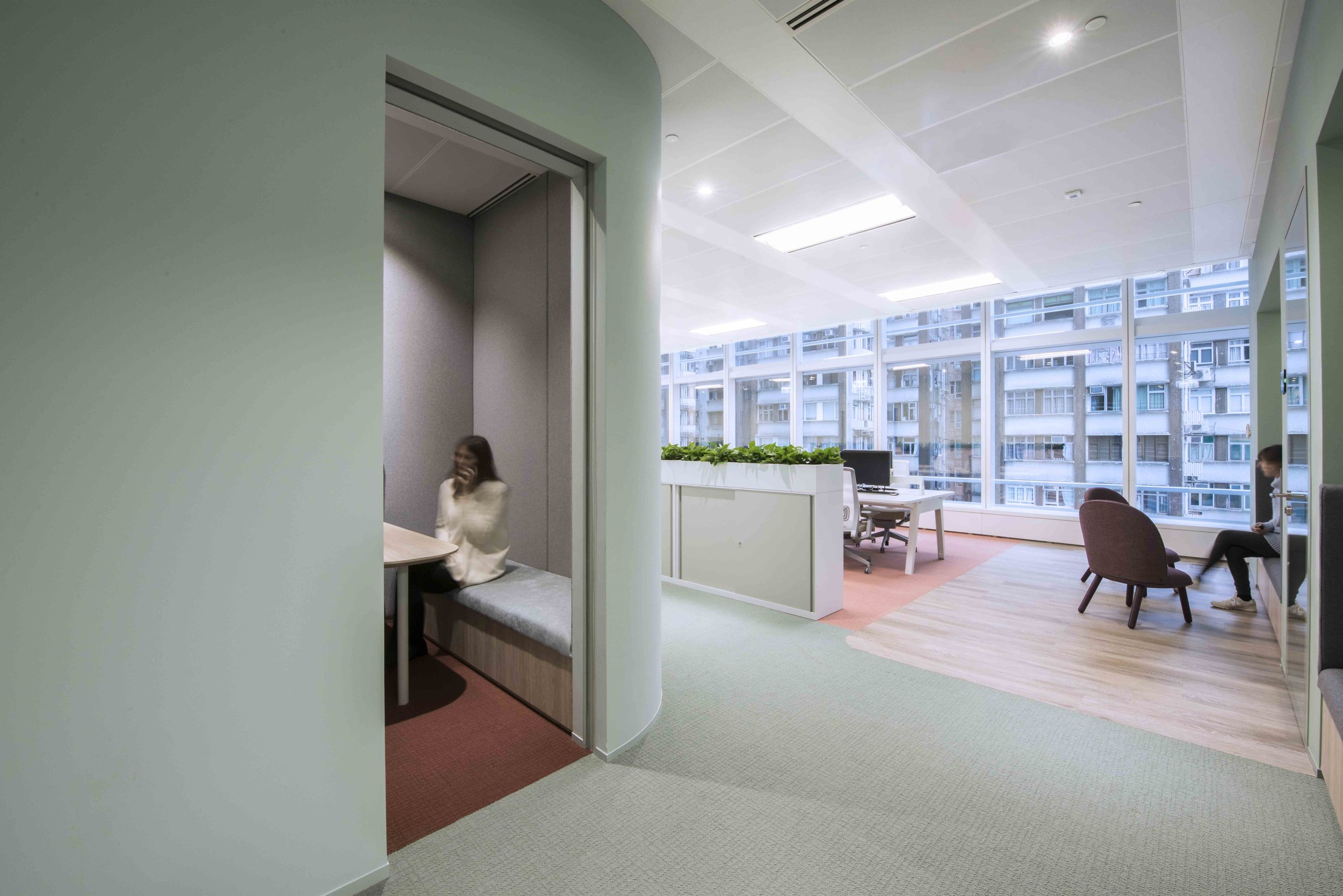 Various break out spaces are inserted into the environment such as in-wall niche seating, lounge furniture, focus booths, and meeting rooms of various sizes