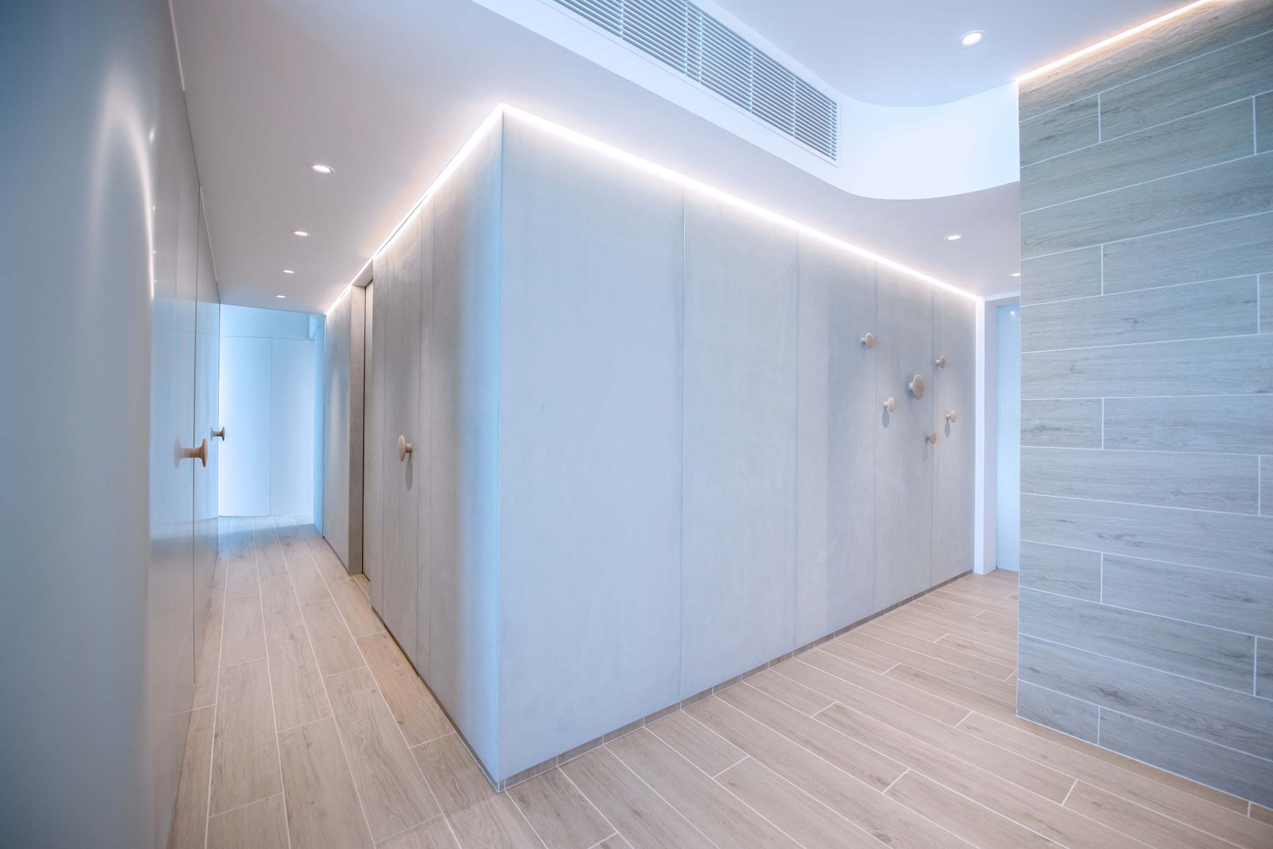 The second element is a rectilinear grey concrete volume that forms the other half of the apartment; it begins from the entrance foyer that forms the backdrop of the dinning area, and takes its solid form towards the master bedroom while concealing a guest shower room, a walk in storage, and a study room which is connected with the master bedroom suite. The result is an overall composition that allows the deepest spaces of the apartment to be fluidly connected to the entrance and kitchen, forming a sociable open atmosphere for the family.